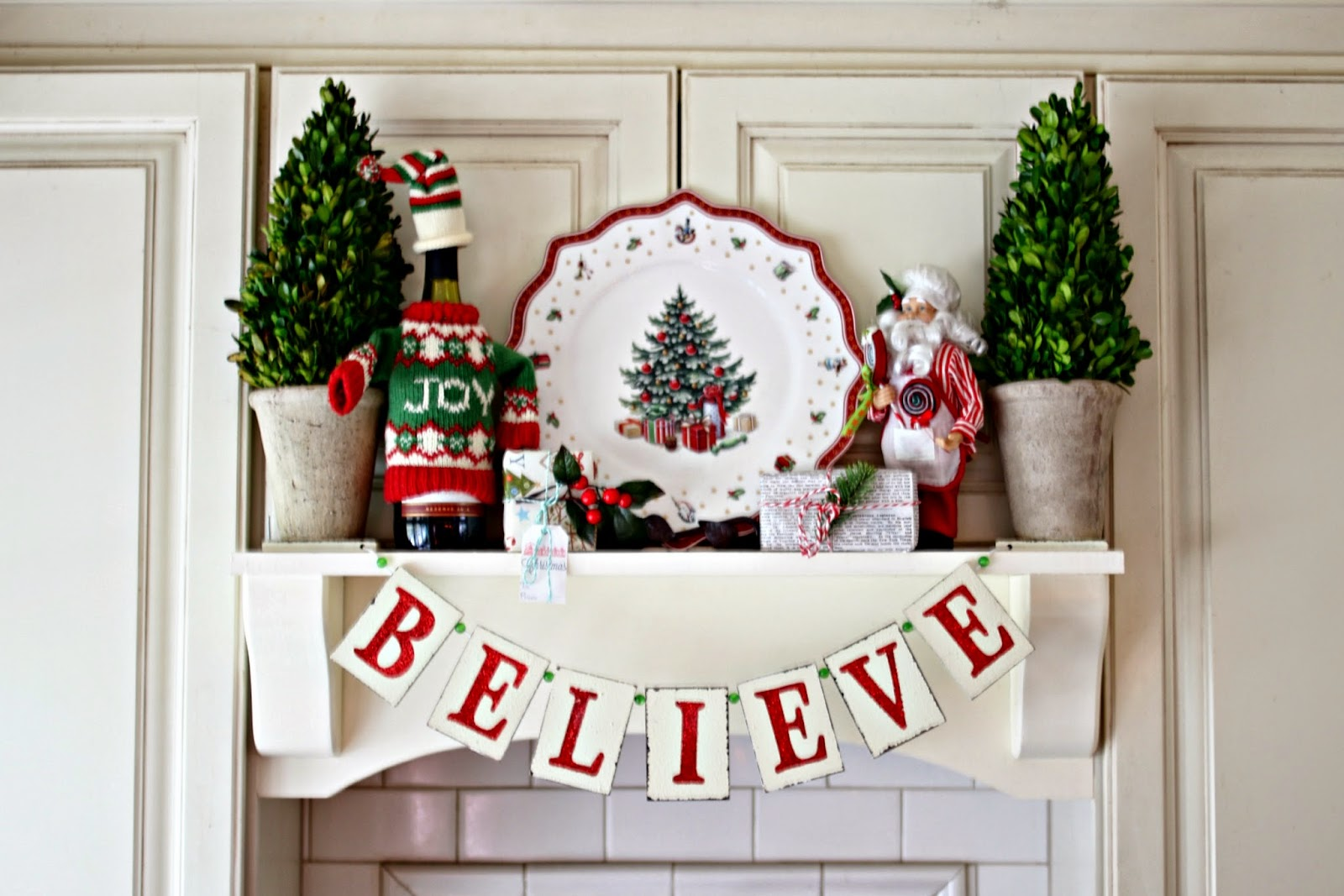 DIY mantel hood with Christmas decor-www.goldenboysandme.com