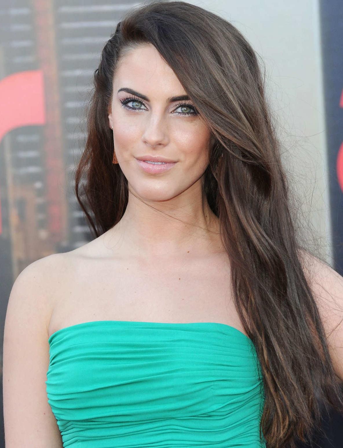 http://3.bp.blogspot.com/-QKuhypK6yDs/TmJV-b51bFI/AAAAAAAAD9I/fCLtkLlDlyk/s1600/Jessica_Lowndes_Hot_4.jpg