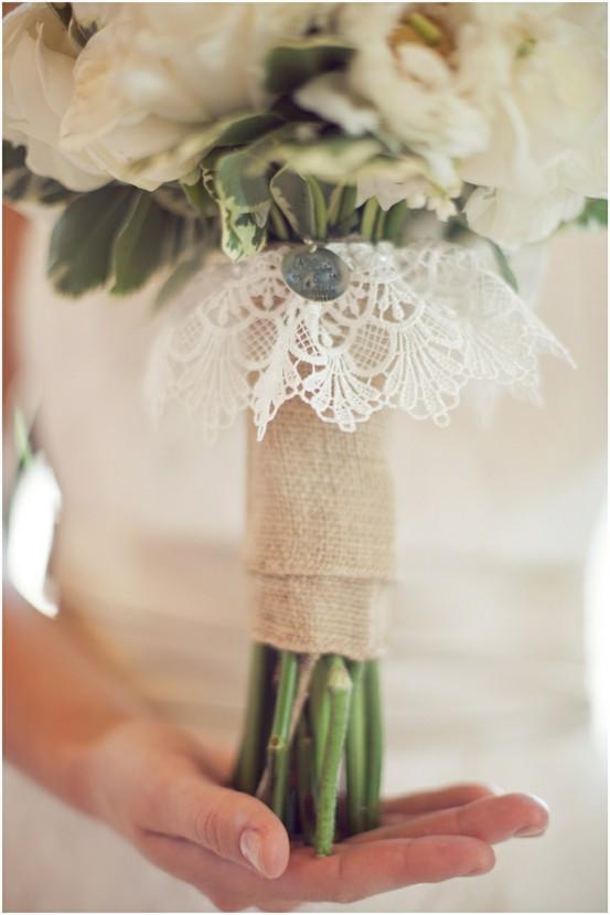 formas de atar tu ramo de novia complementos, flores, inspiración