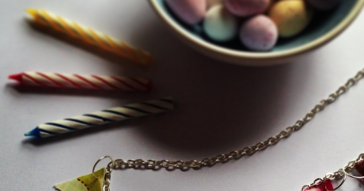 The Scribbling Wren: Simple Bunting Necklace Tutorial