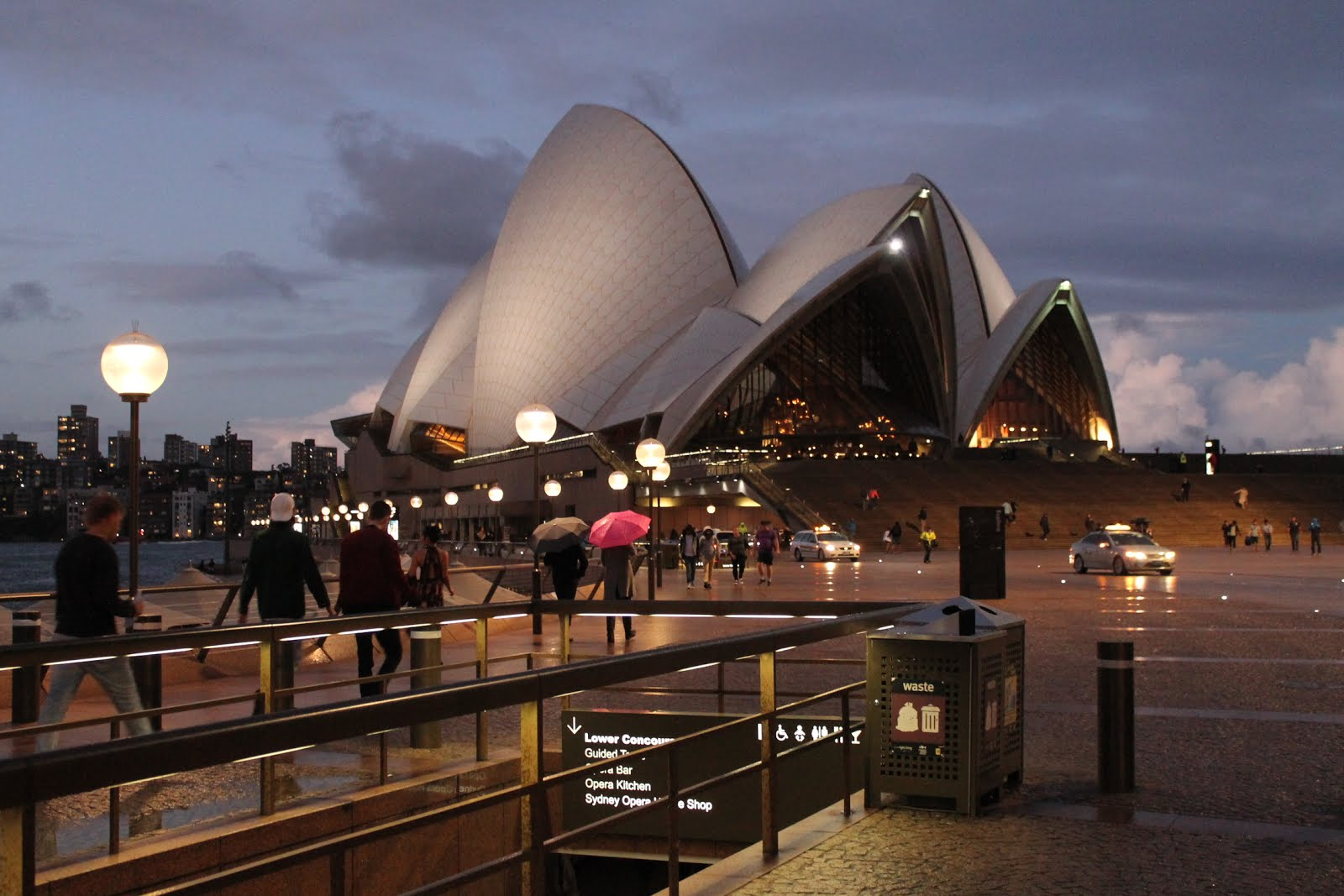 Sydney - Opera House by night