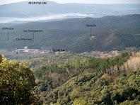 Vistes de Gualba en primer terme, i al fons el Montnegre i el Corredor, des de l'alçada de les Pedreres de Can Viader