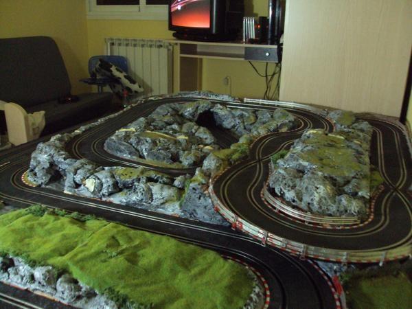 Slot sobre ruedas fotos de circuitos de scalextric decorados - Decoracion scalextric ...