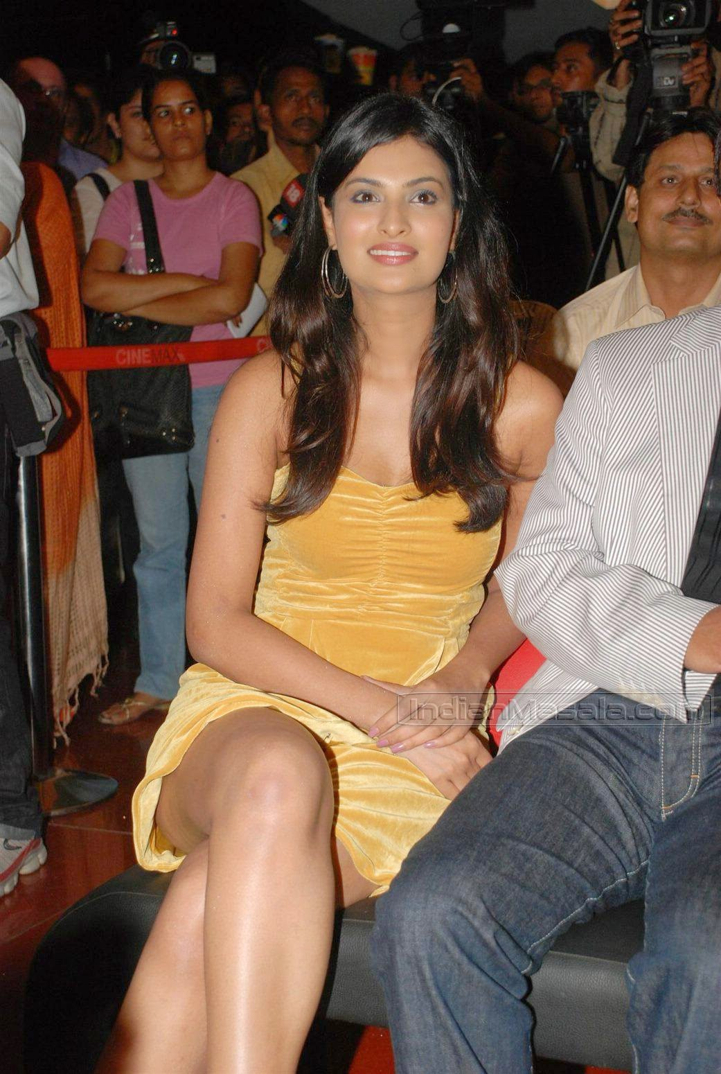 Sayali Bhagat hot thigh show at Jail music launch