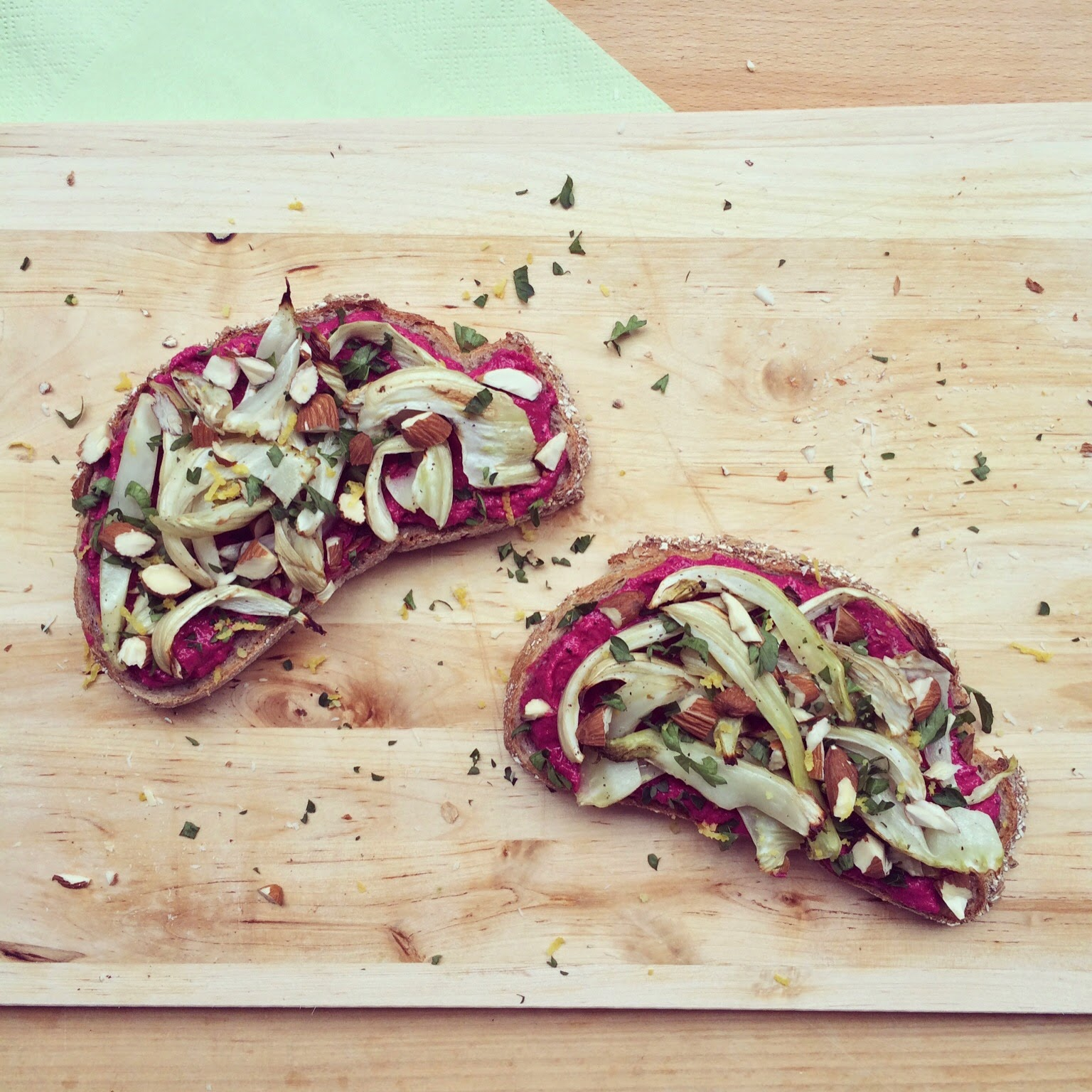 tartines betterave fenouil amandes