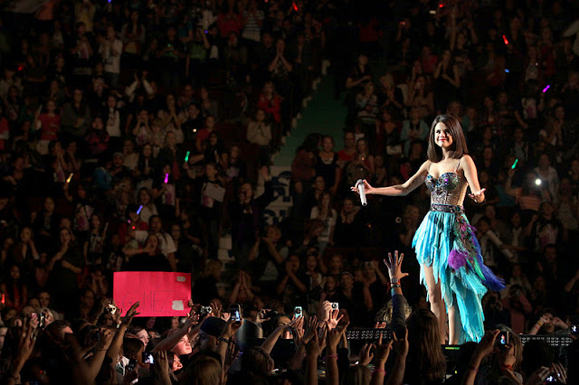 Selena Gomez Performs Live in Vancouver