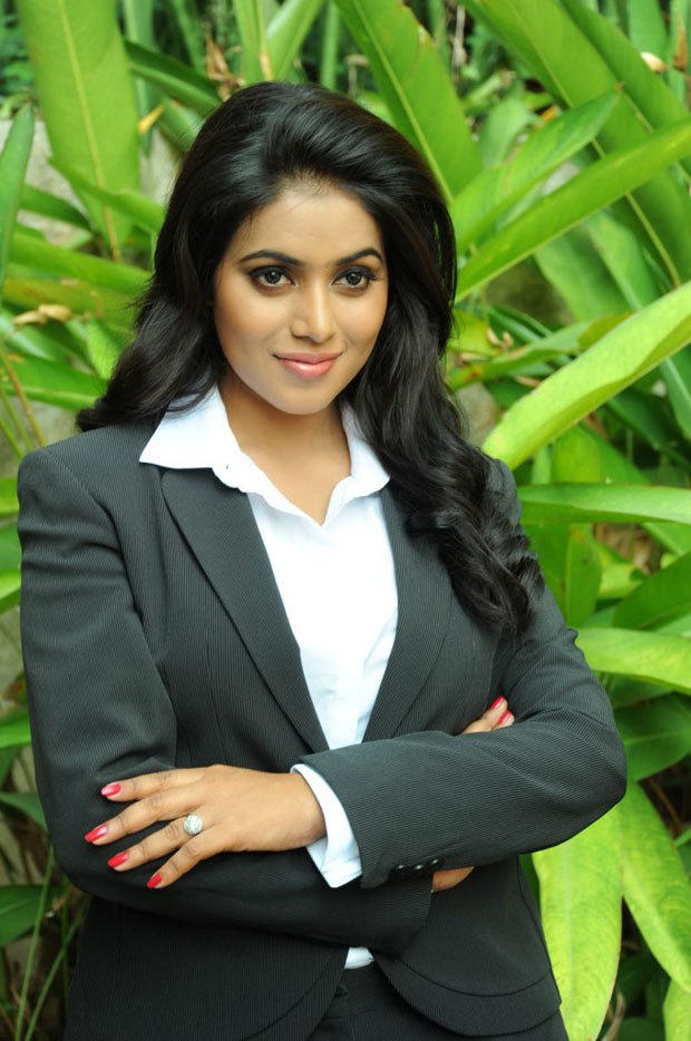 Poorna latest hot pics