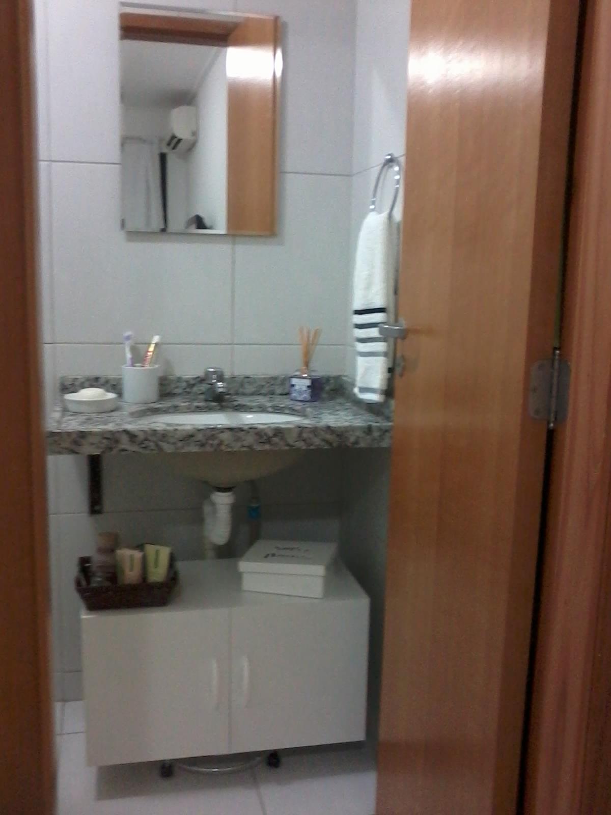 Para o banheiro como não podia instalar um armário fixo (pq o apto  #643F2C 1200x1600 Armario Banheiro Luna