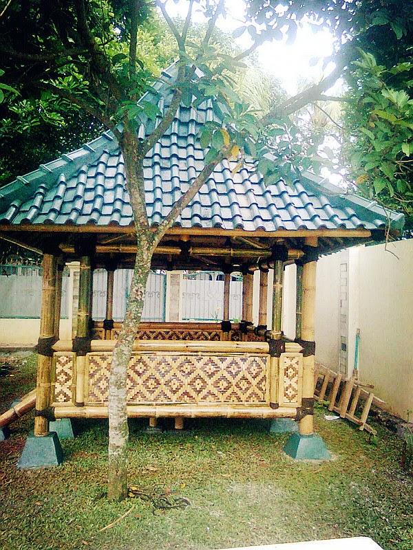 Tiara bamboo art aneka kreasi kerajinan bambu saung for Semi di bambu