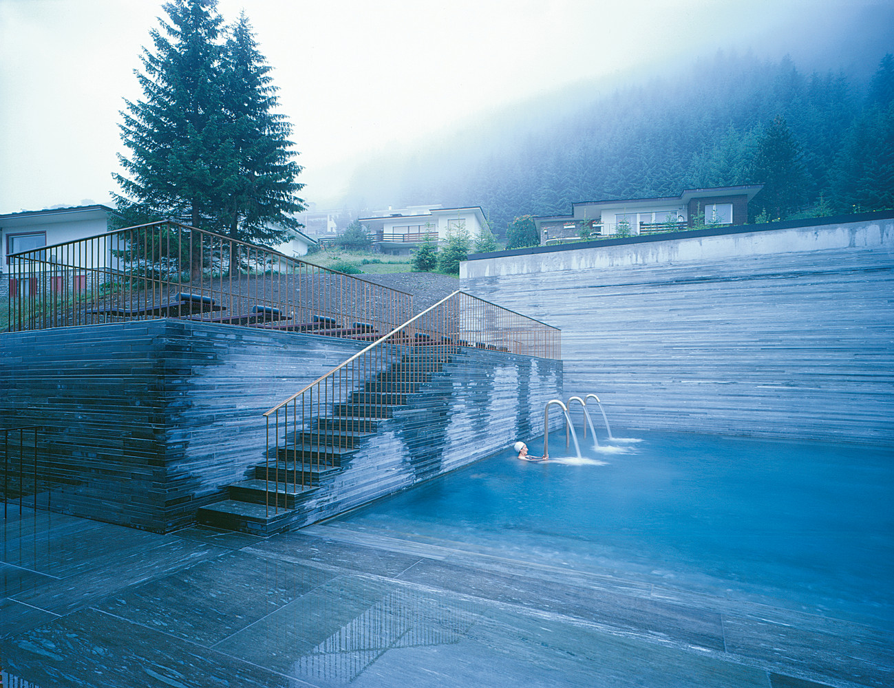 Iceblog deep blue top 9 outdoor swimming pools for Outdoor pool