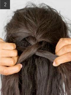 Peinado de tres trenzas de lado