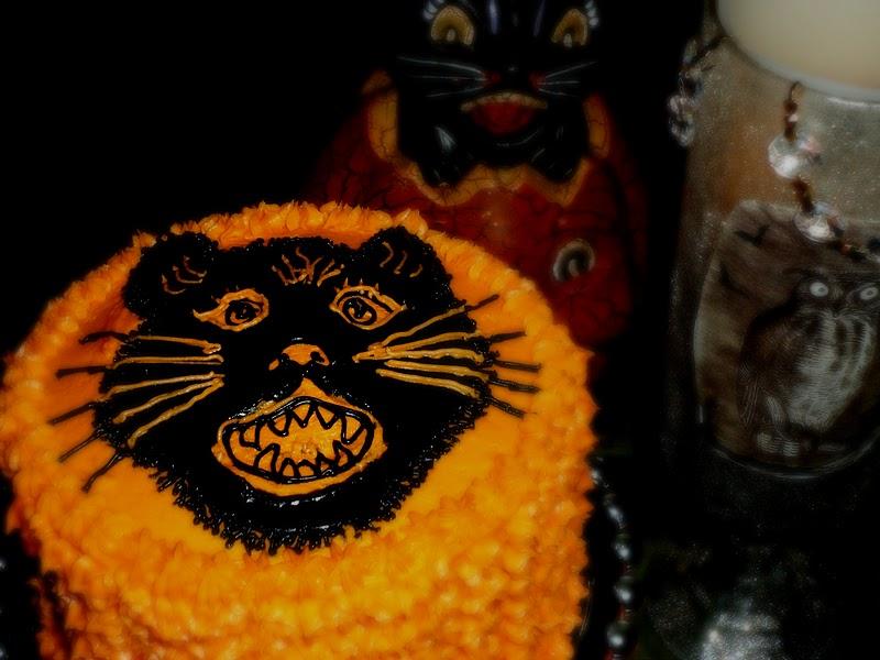 Black Cat Cake Decoration : the enchanted oven: Vintage Black Cat Cake