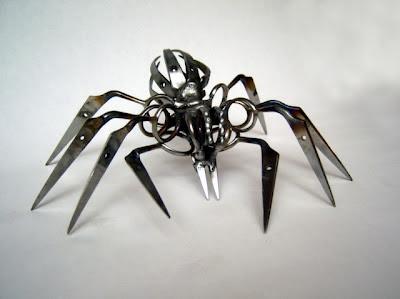 Gambar Robot Laba2 Terbuat dari Gunting