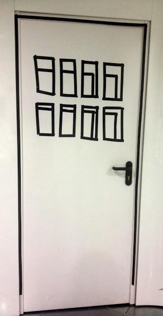 Puerta decorada con washitape