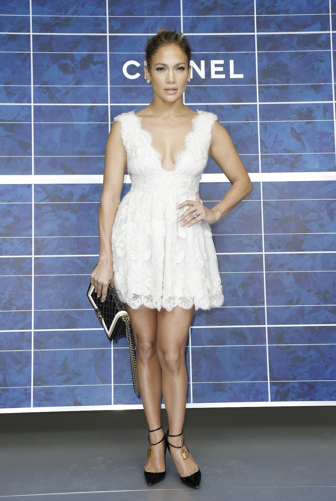http://3.bp.blogspot.com/-QOCY9Qjdf9M/UGrwZ8SpYHI/AAAAAAAAP7I/etgENVzPw_4/s1600/Jennifer+Lopez++October+2012+%27Chanel%27+Fashion+Show.jpg