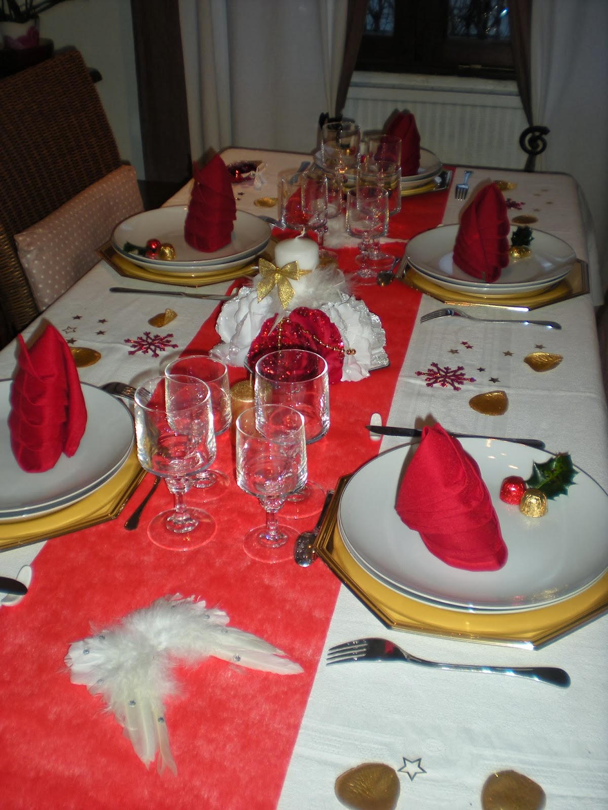 D co th mes d co de no l en rouge et blanc for Decoration table de noel rouge et blanc