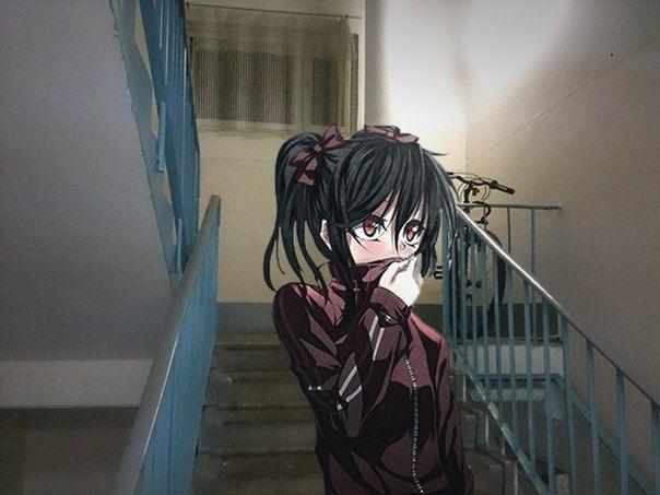 Dziewczyna z anime na schodach