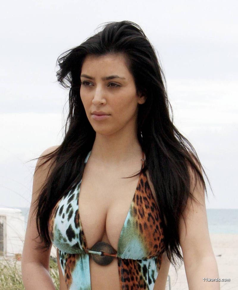 kim kardashian 2011 april. Kim Kardashian : Perfect