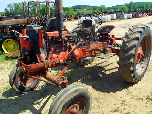 case 600 tractor salvage