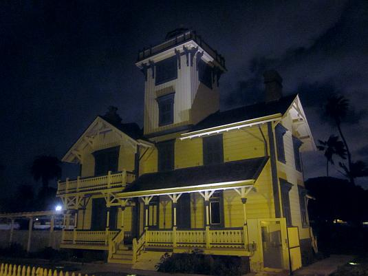 Point Fermin Lighthouse, San Pedro, night