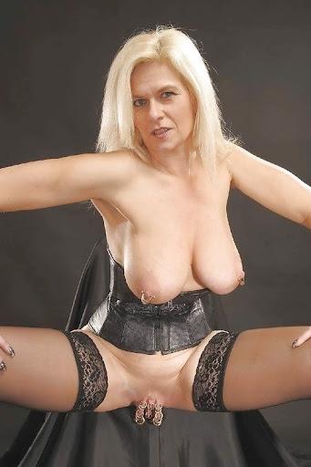Nackt Bilder : Gepiercte Hänge Titten und Fotze   nackter arsch.com