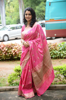 Urmila Gorgeous Stunning Beauty in Pink Saree