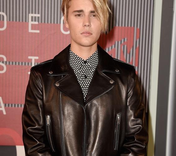 Justin Bieber hair VMAs 2015