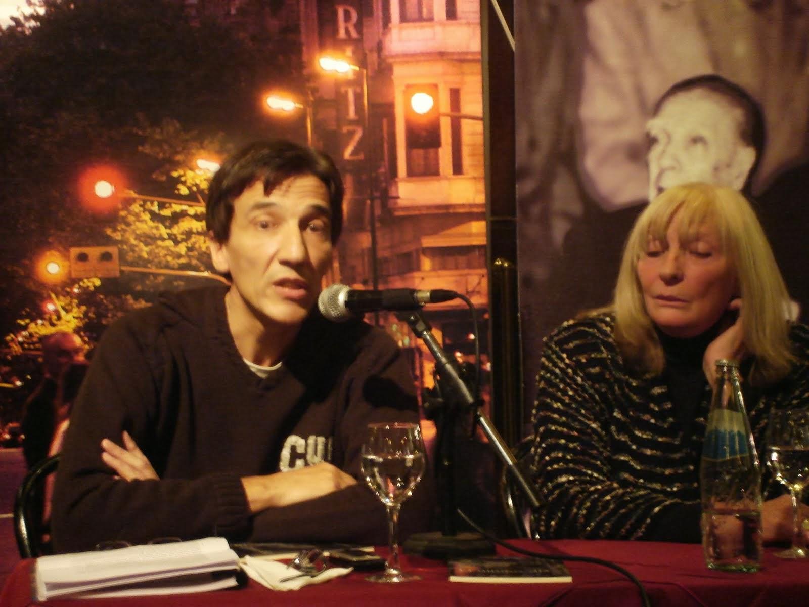 """Presentando el libro """"El Último Día"""" en el Café Tortoni (2009)"""