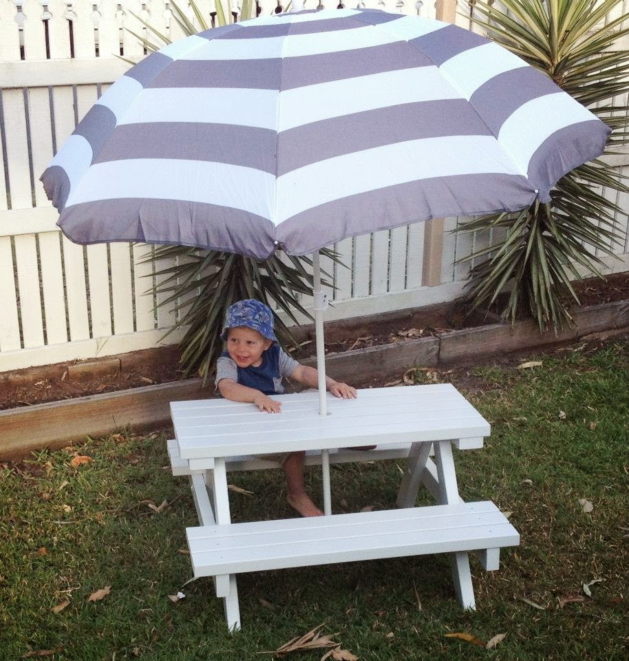 Mini Picnic Table With Umbrella Deasign