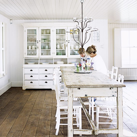 Mix and Chic: Home tour- An all white shabby chic country cottage!