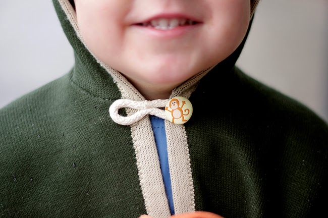 An easy tutorial for a super cute bear hood cape for a kid. Designed and photographed by Xenia Kuhn for fashion blog www.fashionrolla.com
