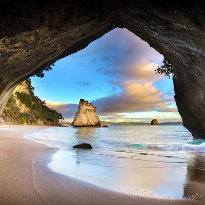 Cathedral cove at New Zealand - Nueva Zelanda