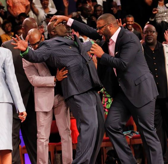 tyler perry prays for td jakes