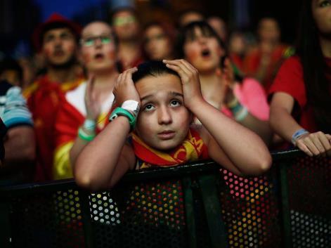 ekspresi kekecewaan fans timnas spanyol