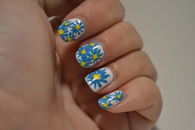 Blommiga naglar av Elins Naglar