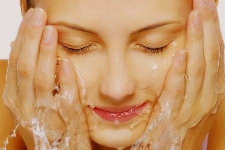 Jerawat ialah salah satu problem kulit yang sangat sering menimpa kita 10 Cara Alami Menghilangkan Jerawat