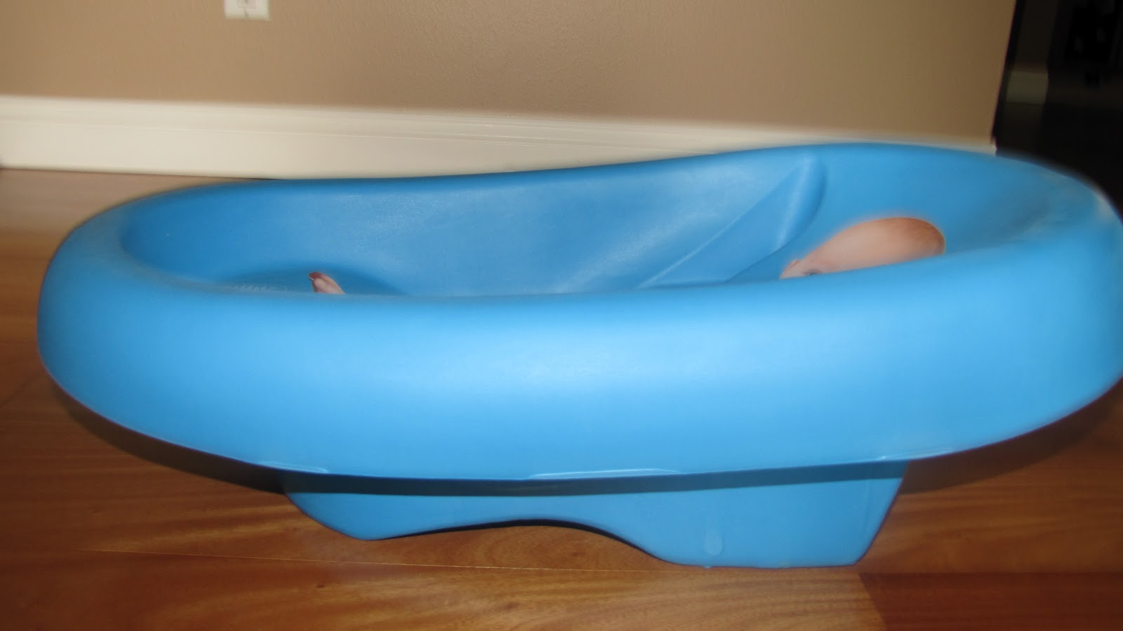 Summer Infant Cushy Cradler Newborn Baby Bath Review & Giveaway