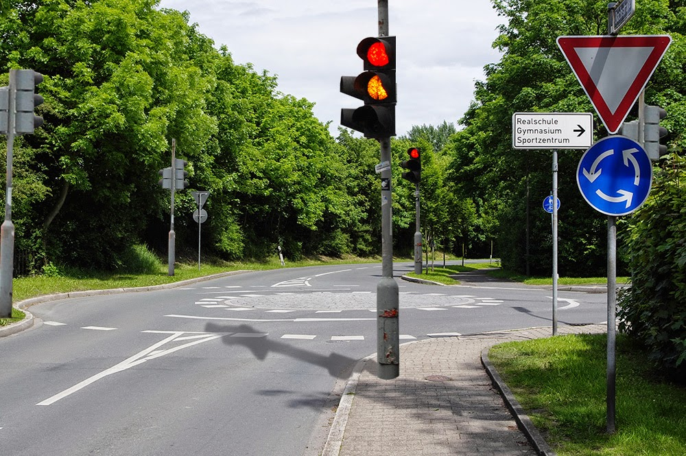 Accident prevention: Traffic lights to make safer roundabouts