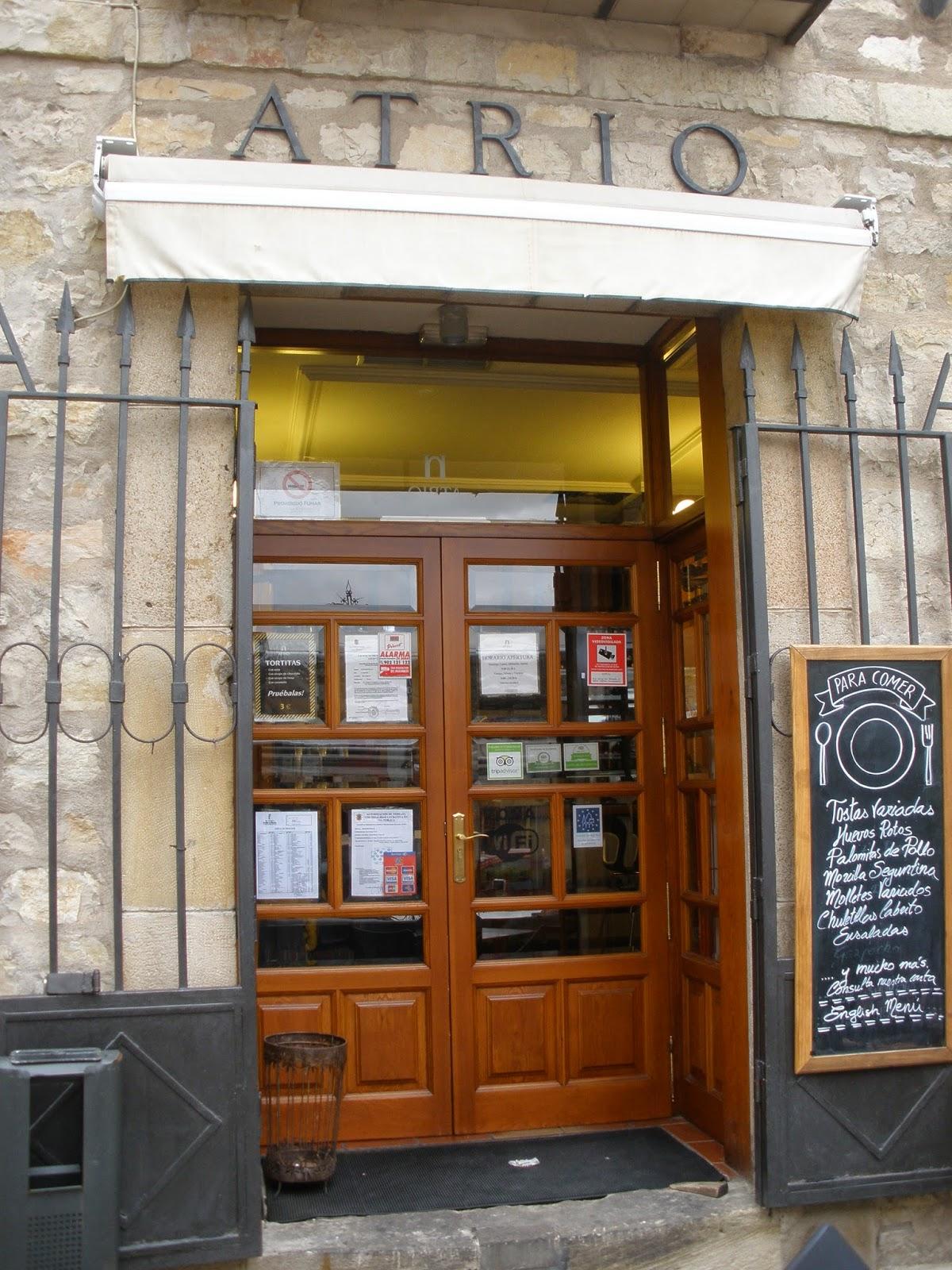 Bar El Atrio, podrás degustar torreznos y comida típica de la zona.