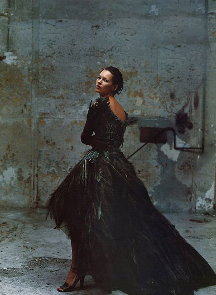 Kate Moss in Vogue US October 1999 (photography: Annie Leibovitz, styling: Grace Coddington) via fashioned by love / british fashion blog