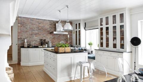 Hvit lilje: rustikk kjøkken