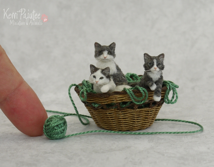 02-Basket-of-Kitten-Kerri-Pajutee-Miniature-Sculpture-that-look-Real-www-designstack-co