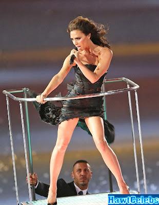 Victoria Beckham e seu look no encerramento das Olimpíadas de Londres - um pretinho mullet nada básico!
