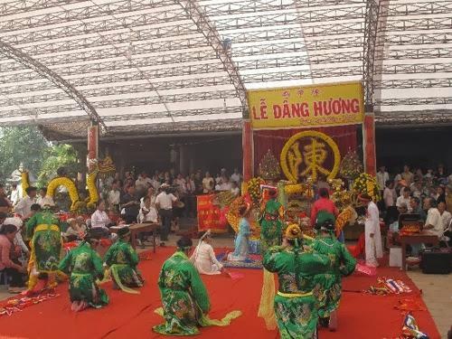 Cho thuê xe đi đền Trần Thái Bình 4 7 16 29 35 45 chỗ