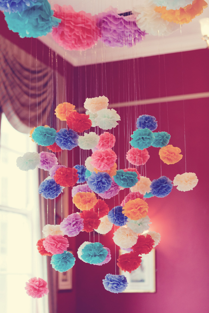 Passo a passo de pompons flores de papel de seda dicas pra mam e - Decorar con papel ...