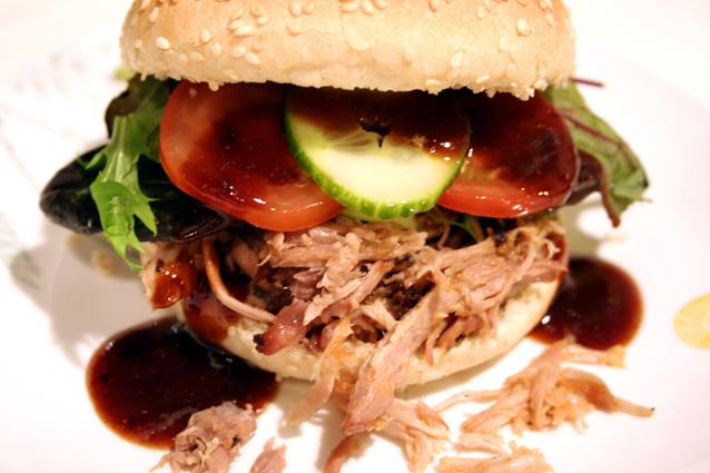 Opskrift På Pulled Pork På Gasgrill : Tabernes opskrifter pulled pork burger