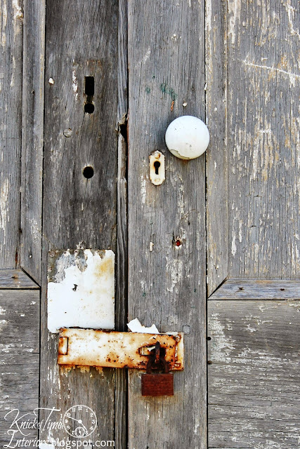Antique Doorknob via KnickofTimeInteriors.blogspot.com