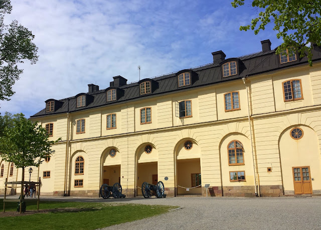 Drottningholm Slott Palace Castle in Stockholm  |  Our first weekend ride: Drottningholm + the Blue Lagoon on afeathery*nest  |  http://afeatherynest.com