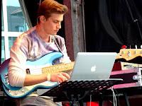 Live performance - Shaky Foundation