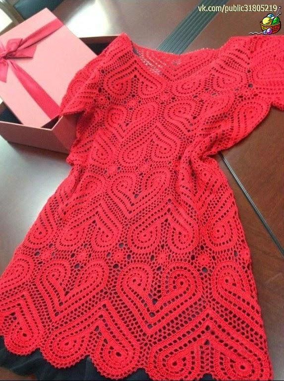 Платье с сердечками красное